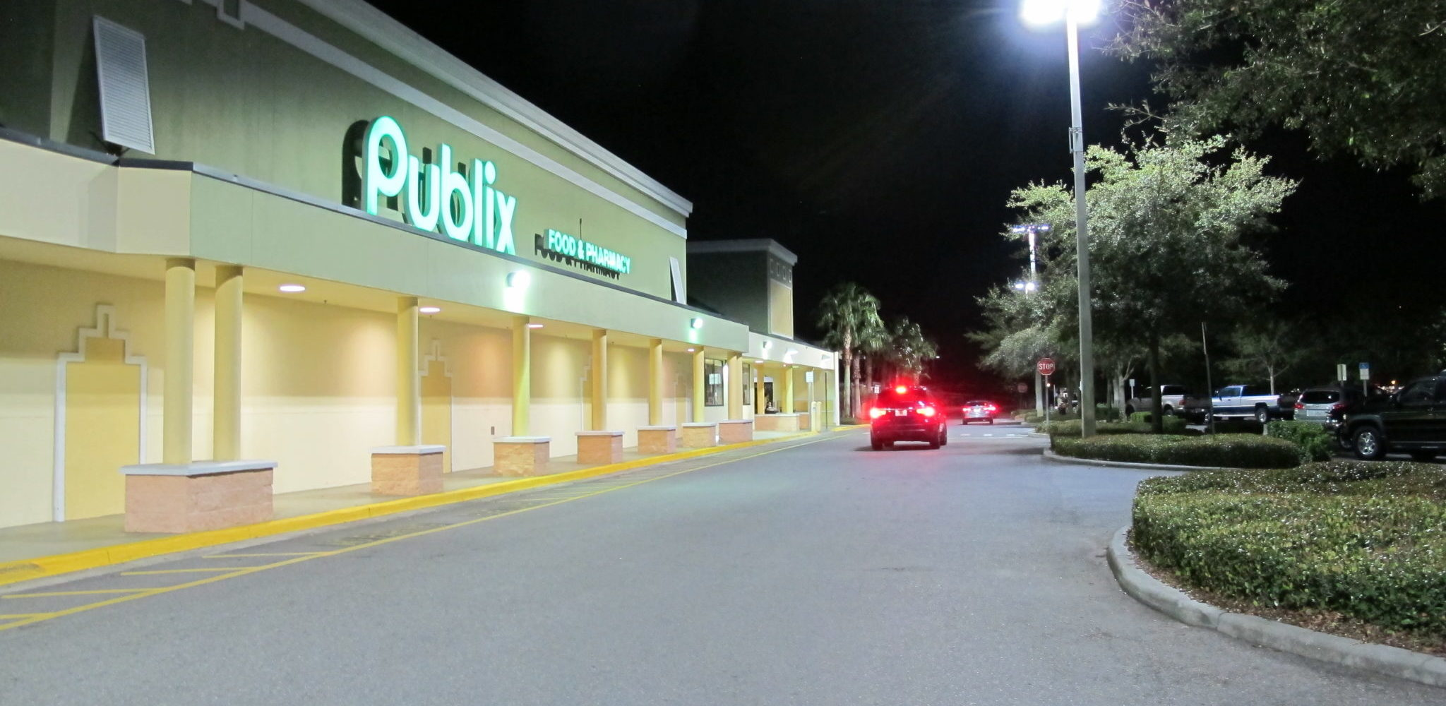 LED site lighting at Alafaya Square in Oviedo, Florida. LED lighting at Publix anchored shopping center. LED parking lot lighitng in Central Florida. LED lighting in Seminole county.  Power provided and installed LED site lighting at a Publix Anchored shopping center in Central Florida. A photometric plan was completed to ensure that the parking lot would meet the requirement of a Five foot candle average.